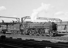 70032 awaits the arrival of its next train, Crewe, circa 1959. Note the unfinished catenary.