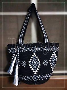 Attaching the first zipper is not difficult. Hippie Bags, Boho Bags, Crochet Handbags, Crochet Purses, Tribal Bags, Tapestry Crochet Patterns, Diy Accessoires, Carpet Bag, Tapestry Bag