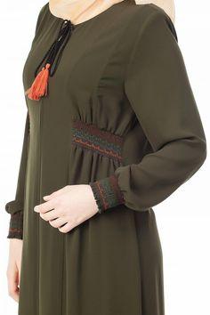 Kurti Neck Designs, Kurti Designs Party Wear, Modest Fashion Hijab, Abaya Fashion, Simple Abaya Designs, Dress Brokat, Modele Hijab, Muslim Women Fashion, Hijab Style