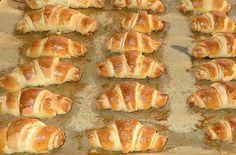 Joghurtos-sós kifli - Méltó ellenfele lehet a Fornettiknek. - MindenegybenBlog Hungarian Desserts, Hungarian Recipes, Hungarian Food, Healthy Salty Snacks, Ital Food, Appetizer Recipes, Dessert Recipes, Bread Dough Recipe, Gourmet