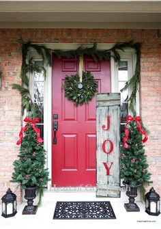 Outdoor Christmas decorations are a beautiful way to 'up' your Christmas decorating game. Christmas wreaths, planters and garland are go-to Christmas decor for Christmas doorscapes. Christmas Centerpieces, Outdoor Christmas Decorations, Christmas Porch Decorations, Decorating For Christmas Outdoors, Beautiful Christmas Decorations, Winter Decorations, Noel Christmas, Rustic Christmas, Magical Christmas