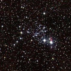 Los objetos Messier: M93 (Messier 93) es un cúmulo abierto en la constelación Puppis. Está a unos 3.600 años-luz del Sistema Solar y tiene un diámetro de unos 10 años-luz. Se calcula que se formó hace unos 100 millones de años. #astronomia #ciencia