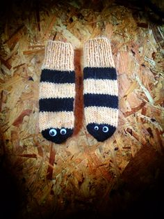 Bee Mittens BzzZz Pure Icelandic Wool by Kollestrik on Etsy, $90.00
