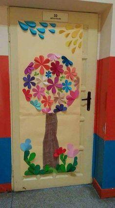 Ідеї для декорування садочка та школи до Весни   Ідеї декору Art For Kids, Crafts For Kids, Arts And Crafts, Paper Crafts, Classroom Decor Themes, Classroom Door, Preschool Decor, Preschool Activities, School Doors