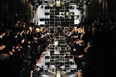 """Défilé KARL LAGERFELD à La Sorbonne, Paris. Scénographie """"Pixelated Mirrors"""" réalisée par YO Fashion & Luxury Events   Agence Évènementielle basée à Paris"""