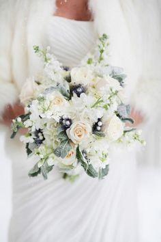 Bouquet Invernale, tutta la magica atmosfera di questa stagione Pink Winter Weddings, Grey Winter Wedding, Winter Wedding Flowers, Bridal Flowers, Wedding Colors, Wedding Ideas, Trendy Wedding, Perfect Wedding, Real Weddings