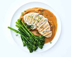 Chicken with mashed sweet potato Do you get enough proteins? If not, try this amazing dish - it's super-fast and takes a short time to make! 1 person 1 chicken fillet 150 g sweet potato lemon juice 1 tablespoon Keto Chicken, Healthy Chicken Recipes, Steamed Asparagus, Mashed Sweet Potatoes, Green Beans, Pork, Nutrition, Stuffed Peppers, Dishes