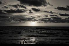 Di fronte al mare la felicità è un'idea semplice (Jean Claude Izzo)