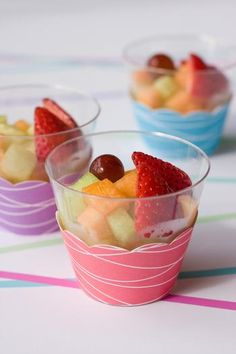 Fruit cups in clear plastic cups decorated with a cupcake holder. Do It Yourself Food, Little Lunch, Fruit Cups, Party Entertainment, Mets, Holiday Parties, Party Planning, High Tea, Party Time