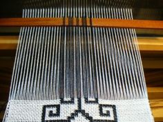 Doubleweave pick up pattern threads