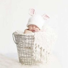 A MUST DO for the twins first Easter! < 3 Baby Bunny Hat for Easter photo prop Size XS by StrawberryRicRac Baby Boy Photos, Newborn Pictures, Baby Pictures, Newborn Pics, Newborn Fotografie, Somebunny Loves You, Foto Newborn, Accessoires Photo, Easter Pictures