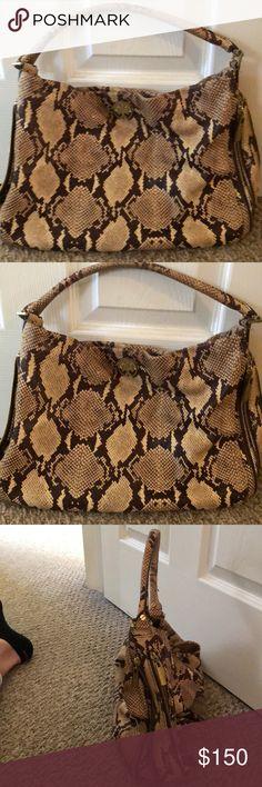 Tory Burch Snakeskin Shoulder Bag Leather Tory Burch shoulder bag with brown/beige snakeskin print. Tory Burch Bags Shoulder Bags