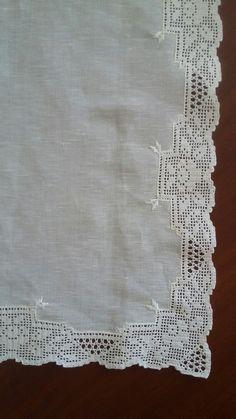 Dantel geçirme örtü Crochet Tablecloth Pattern, Crochet Lace Edging, Crochet Borders, Filet Crochet, Hand Crochet, Linens And Lace, Lace Border, Lace Trim, Knitting Patterns