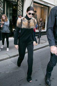 Los 17 Looks Que Kendall Jenner Usó Dentro Y Fuera De Las Pasarelas En La PFW – Cut & Paste – Blog de Moda