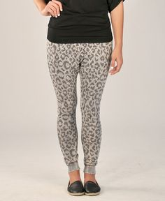 Nata Sweat Pant – Throw these on with one of our graphic tees and you have a CUTE on-the-go look for any day of the week.