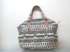 Bolsa sacola com bolsos etnica