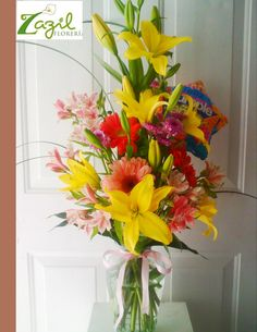 Arreglos florales de cumpleaños y para toda ocasión. www.floreriazazil.com #floresyglobos #floreriacancun #cancunflorist #ballons
