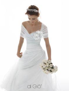 Le spose di gio wedding gown, I wouldn't want the pompom thingy 2015 Wedding Dresses, Wedding Dress Styles, Wedding Attire, Bridal Dresses, Silk Wedding Gowns, Ruffled Dresses, Sophisticated Wedding, Elegant Wedding, Vestidos Vintage