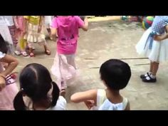Chinese Jump Rope - short clip from a Waldorf school in China Outdoor Play Spaces, Outdoor Fun, Hand Clapping Games, Chinese Jump Rope, Waldorf Kindergarten, Schools Around The World, Circle Game, Rhythm Games, Brain Gym