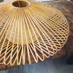 suspension tress e en bambou le petit floril ge jolie suspension en bambou tress qui apporte. Black Bedroom Furniture Sets. Home Design Ideas