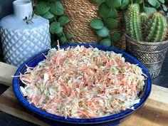 coleslaw maken: super simpel recept - Familie over de kook - Easy Healthy Recipes, Veggie Recipes, Salad Recipes, Healthy Snacks, Vegetarian Recipes, Easy Meals, Cooking Recipes, Amish Recipes, Dutch Recipes