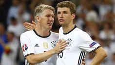 Das war's: Bastian Schweinsteiger und Thomas Müller sind geschockt