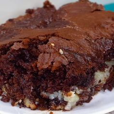 Earthquake Cake is an easy, mouthwatering dessert that everyone loves! It may no… Earthquake Cake is an easy, mouthwatering dessert that everyone loves! It may not be the prettiest dessert, but it sure tastes good. Chocolate Cake Mixes, Chocolate Desserts, Chocolate Fudge, Dark Chocolate Cakes, German Chocolate, Chocolate Lovers, Köstliche Desserts, Dessert Recipes, Breakfast Recipes