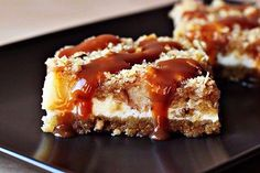 Cheesecake with cereals and apples