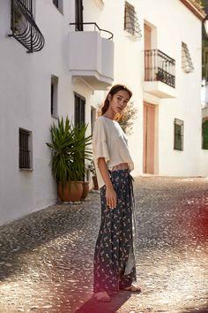 dc5a374ee NKN Nekane. Pantalón palazzo color marino. Estampado falso liso y efecto  falda.