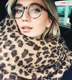 Mina glasögon ★ (Josefin Dahlberg) – Best Of Sharing Glasses Frames Trendy, Cool Glasses, New Glasses, Girls With Glasses, Glasses Clear Frames, Designer Glasses Frames, Glasses Trends, Lunette Style, Wearing Glasses