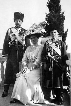 Tsar Nicholas ll of Russia,Empress Alexandra Feodorovna of Ryssia,Tsarevich Alexei Nikolaevich Romanov of Russia at Livadia. Rare Photos, Vintage Photographs, Belka And Strelka, Romanov Sisters, Anastasia Romanov, Royal Photography, House Of Romanov, Alexandra Feodorovna, Russian Culture