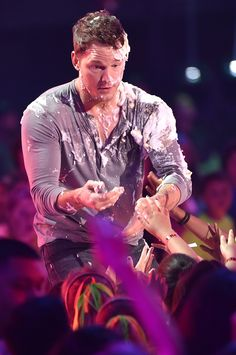 Chris Pratt ( covered in pie ) at the 2015 Kid's Choice Awards