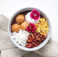 At Melbourne Breakfast Diary we are unapologetic for succumbing to a gorgeously presented, satisfyingly tasty breakfast bowl. Whether they're full of nice-cream (if you don't know what this is, Google it. NOW), acai goodness, crunchy …