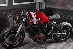 Tossa R - Motorräder und Sportbikes Virago Cafe Racer, Yamaha Cafe Racer, Cafe Racers, Cafe Racer Tank, Moto Scrambler, Custom Cafe Racer, Tracker Motorcycle, Cafe Racer Motorcycle, Motorcycle Design