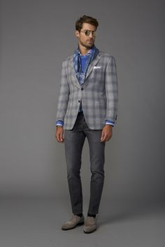 Inspired Looks For An Elegant Man : Kiton Fall 2017 Menswear collection. Dressing up faded gray jeans. Gq Style, Men Style Tips, Latest Mens Wear, Trendy Mens Fashion, Blazers, Trend Fabrics, Casual Blazer, Mens Fall, Comme Des Garcons