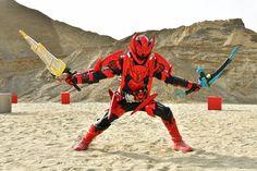 RT @toei_riderBUILD: 【クローズNEWS】 Vシネクスト『 #仮面ライダークローズ 』に登場のクローズ新フォーム&新キャラクター公開! その名も仮面ライダークローズエボル!なぜエボルの名が!? 対するのは、最悪最凶のエボルトの兄、仮面ライダーキルバス!!… Kamen Rider Kabuto, Power Rangers Ninja Steel, Slayer Meme, Kamen Rider Series, Sendai, All Hero, Anime Cat, Nalu, Peace And Love