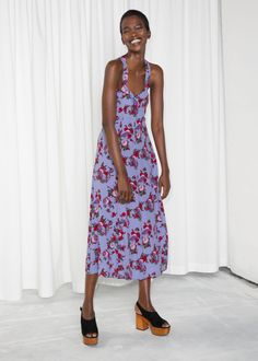 Model front image of Stories floral sweetheart midi dress in purple Summer Holiday Dresses, Summer Dresses, Elegant Dresses, Nice Dresses, Dress Over Jeans, Soul Clothing, English Clothes, Mode Boho, Dress With Sneakers