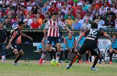 CHIVAS DERROTA A LOS TUZOS 1-0 El juego de pretemporada se realizó en Austin, en una cancha que estaba en mal estado. El gol de la victoria se dio en la recta final del partido.