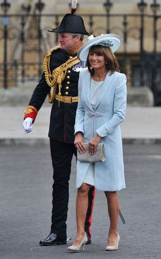 Carole Middleton Photos - Mother of the bride Carole Middleton arrives to attend the Royal Wedding of Prince William to Catherine… Carole Middleton, Kate Middleton Mother, Middleton Family, Kate Middleton Prince William, Mother Of Bride Outfits, Mothers Dresses, Mother Of The Bride, Royal Wedding 2011, Royal Weddings