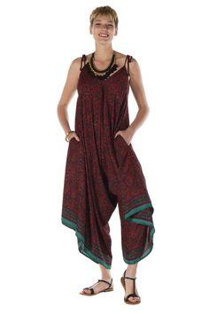 02e7dd1f58d Succombez à la combinaison-pantalon asymétrique avec bretelles attachées  aux épaules bordeaux Ephyr, sublime