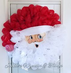 Crochet ideas that you'll love Christmas Arts And Crafts, Easy Christmas Decorations, Christmas Door Wreaths, Christmas Swags, Burlap Christmas, Xmas Crafts, Holiday Wreaths, Simple Christmas, Christmas Ornaments