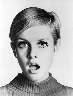 A modelo e atriz inglesa Twiggy foi ícone de beleza nos anos 1960. Seu look era um dos mais desejados pela mulherada!