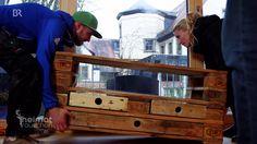 Recycling-Möbel aus Europaletten   Heimatrauschen   BR // Mehr Infos: http://www.br.de/heimtrauschen Sie ist knapp einen Quadratmeter groß, wiegt im Schnitt 22 Kilogramm und begeistert jeden Hobby-Einrichter - die Europalette. Ein junges Team aus Würzburg produziert seit einem Jahr einzigartige und maßgefertigte Möbel (und sogar ganze Küchen) aus aufbereiteten Europaletten.