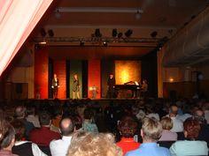 """AuGuSTheater Neu-Ulm, ein """"Blauer Montag"""", Schlussapplaus, Großes Haus, Silcherstraße 2"""