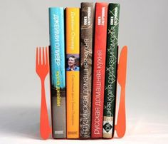 Minimalistic and useful bookends - knife and fork - will clearly mark what kinds of books are in between. Use them in the kitchen to hold a bunch of your favorite cookbooks!