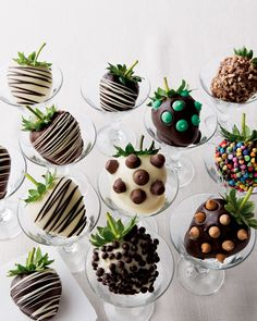 Chocolate covered strawberries --NO recipe -- just for design ideas