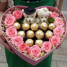 Valentine Flower Arrangements, Valentines Flowers, Valentines Diy, Valentine Day Gifts, Pinterest Valentines, Gift Bouquet, Candy Bouquet, Chocolate Flowers Bouquet, Bouquet Flowers
