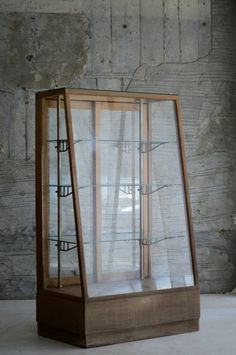 More ideas below: How To Make DIY display cases design How To Build Wooden DIY d. Vintage Display, Vintage Diy, Vintage Books, Shadow Box Diy, Glass Display Case, Display Cases, Display Ideas, Glass Display Cabinets, Glass Shelves
