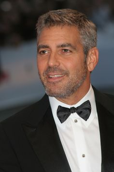 George Clooney so Handsome Older Mens Hairstyles, Haircuts For Men, Kentucky, Movie Photo, Hollywood Actor, Good Looking Men, Beard Styles, Sexy Men, Hot Men