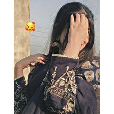 Stylish Photo Pose, Stylish Girls Photos, Stylish Girl Pic, Beautiful Girl Makeup, Beautiful Girl Photo, Cute Girl Poses, Girl Photo Poses, Whatsapp Dp, Henna